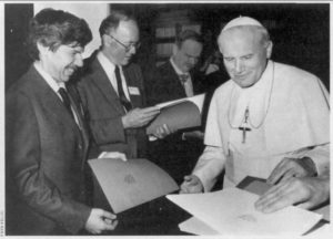 Stephen Jay Gould meets Pope John Paul II